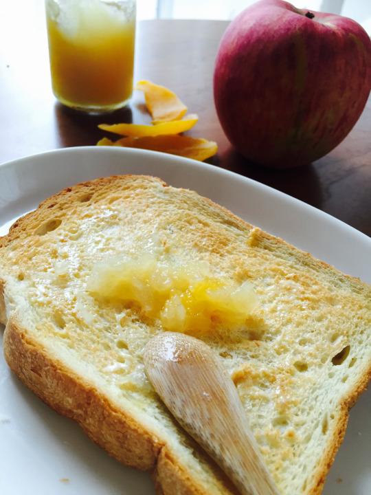 りんごジャムとパン